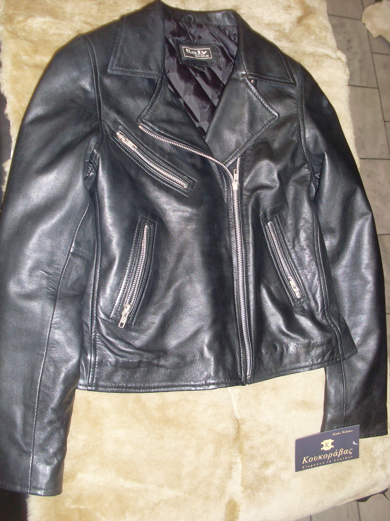 Δερμάτινα «Κουκοράβας»  Γούνα και δέρμα το… απόλυτο ρούχο του ... 0e2967b24b5