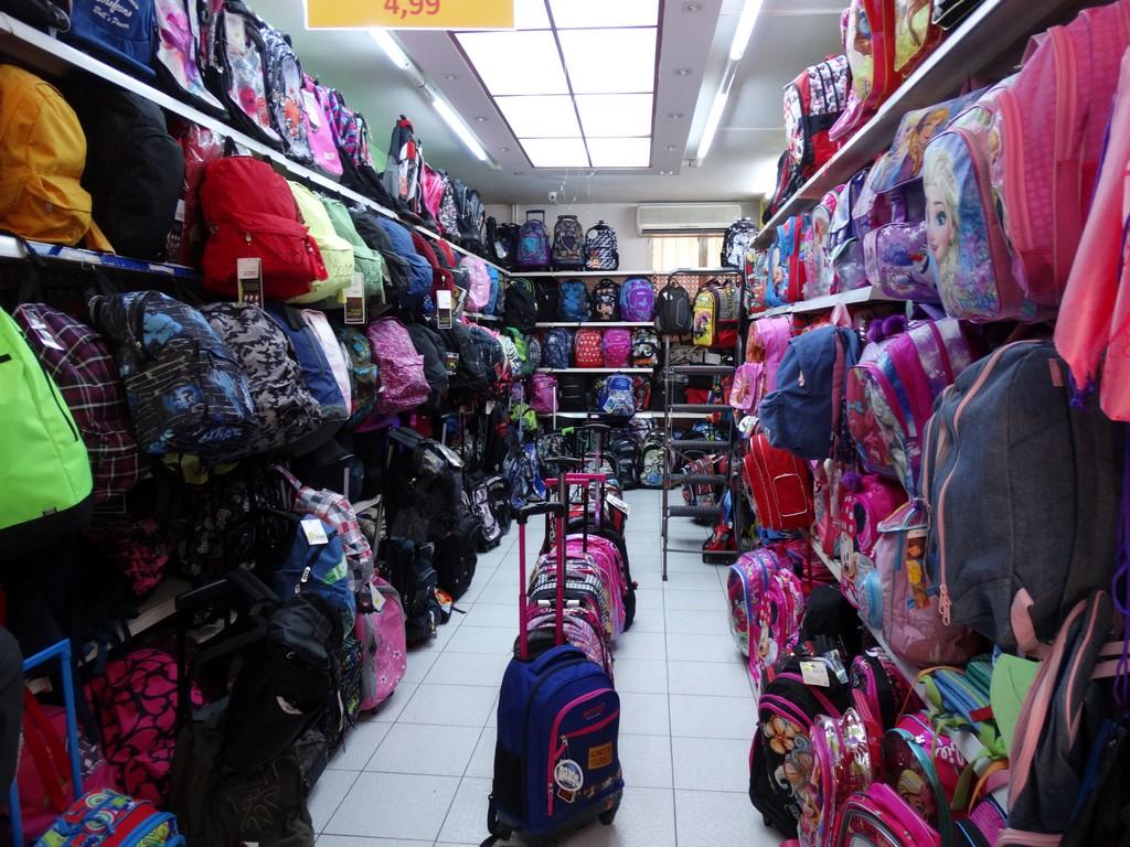 Σχολείο τιμών και ποιότητας στο Junior Toys-Όλα τα σχολικά είναι εδώ ... f4fdb6bd905